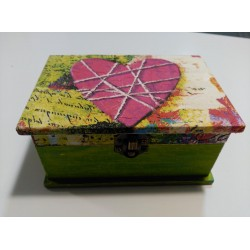 Caja artesanal corazón rosa.