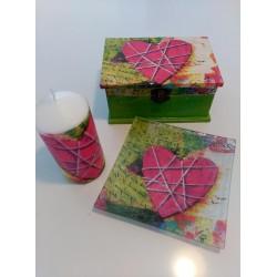Juego conjunto, caja, vela y bandeja corazón rosa.